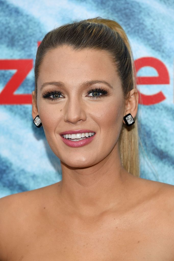 Blake Lively Ponytail - Blake Lively sported a super-sleek ponytail at the world premiere of 'The Shallows.'