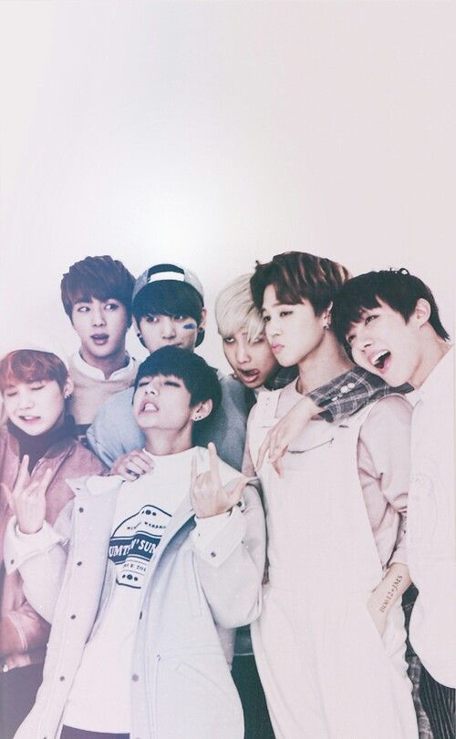 Here's a really cute lockscreen photo of BTS.