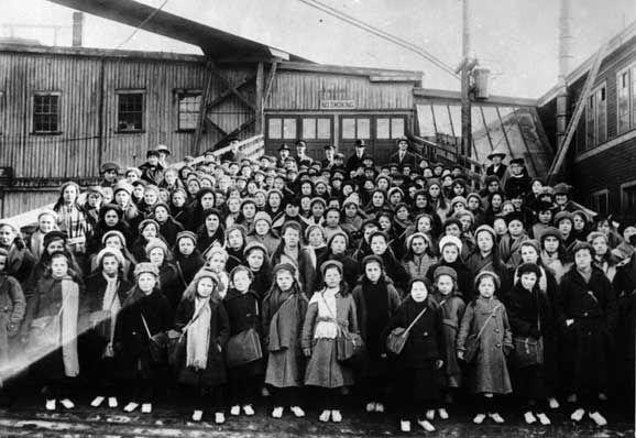 Immigrant children from Dr. Barnardo's Homes