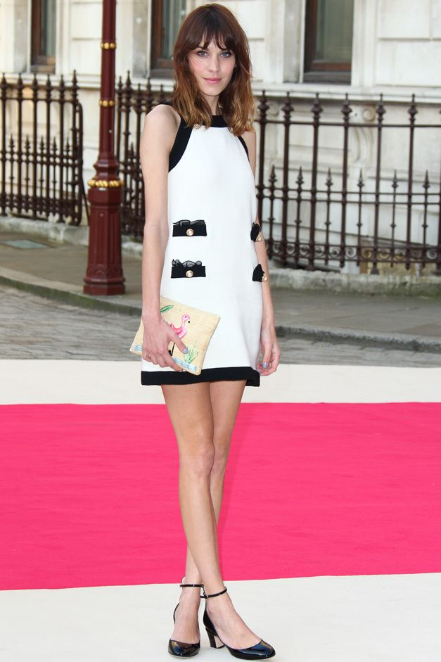 Red Carpet Fashion: TheRoyal Academy kicked off the 244th annualRoyal Academy Summer Exhibition this past Thursday and Alexa Chung was one of the lovely ladies in attendance wearing a sixties inspired Moschino dress paired with a Charlotte Olympiawoven raffia Flamingo clutch and classic mary janes.