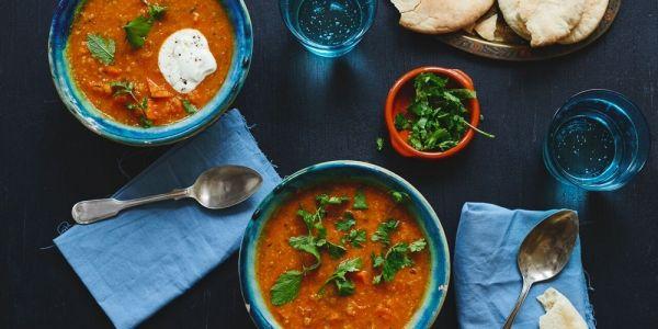 Foodboxbezorger Marley Spoon laat klanten rondom Kerst kennismaken met recepten en verhalen van vluchtelingen. De opbrengst van de gerechten komt ten...