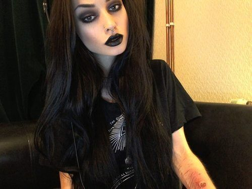 Felice fawn)) ((trigger warning)) names Lucy.  I am the daughter of Harley Quinn and the Joker.  I am alittle insane but who cares right?  I know how to fight and how to get into people's mind. I am bi and I love to party.  I live for danger.  I am single and I am 17.  I do have some problems. I have a brother named Vex. He helps me with my problems sometimes.