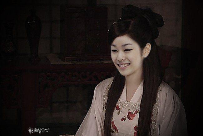 Yuna Kim is beautiful in hanbok