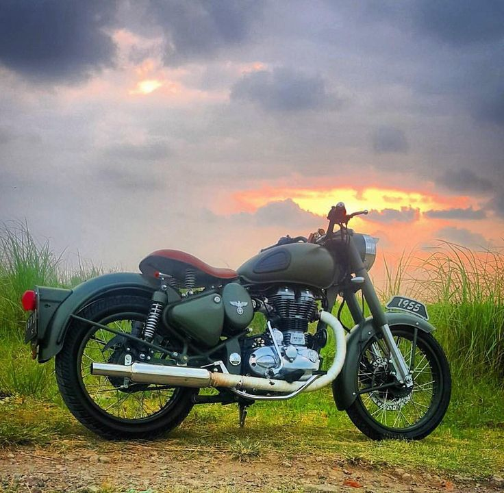 "9,735 Likes, 20 Comments - Royal Enfield (@royalenfieldbeasts) on Instagram: ""Amazingly Beautiful   By @didiekhardiana @RoyalEnfieldBeasts #royal #royalenfield…"""