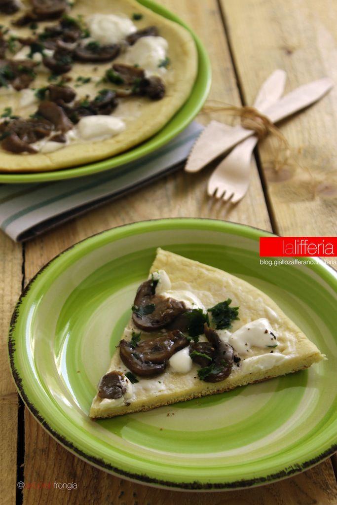 Focaccia veloce ai funghi e formaggio