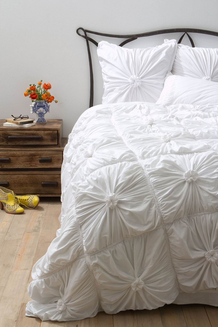 Rosette Quilt, White.  LET US INSPIRE YOU ~ DREAM, CONCIEVE, CREATE YOUR DREAM HOME. www.ecojumrum.com the ultimate rural residential land release in North Queensland.  Follow us on Facebook http://www.facebook.com/pages/ecojumrum/142886675831534 <3