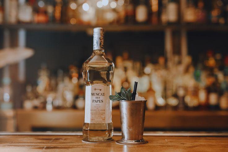 Cocktail Julep des Papes : - 2 oz Muscat des papes - ½ oz sirop de Miel - Bitter à l'orange et mandarine - Feuilles de Menthe  #Cocktail #Muscat #DIY