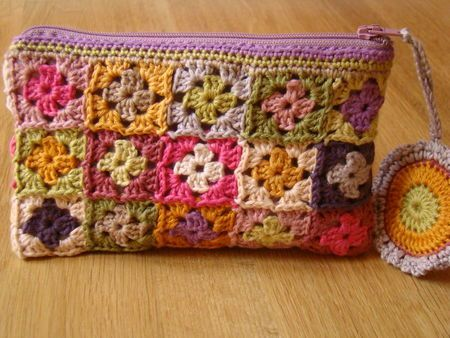 Zippered, lined granny square pouch.: