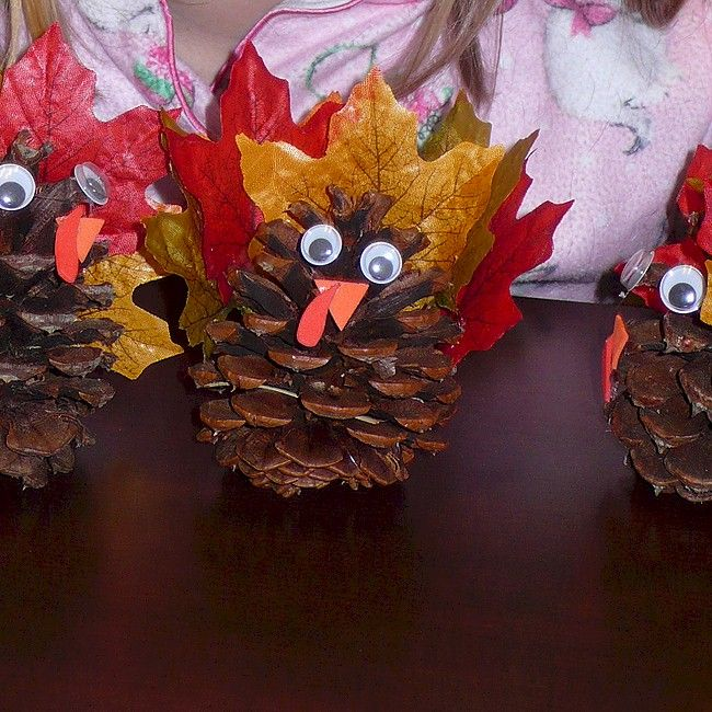 Easy Pinecone Turkey and other Thanksgiving crafts on FreeKidsCrafts.com