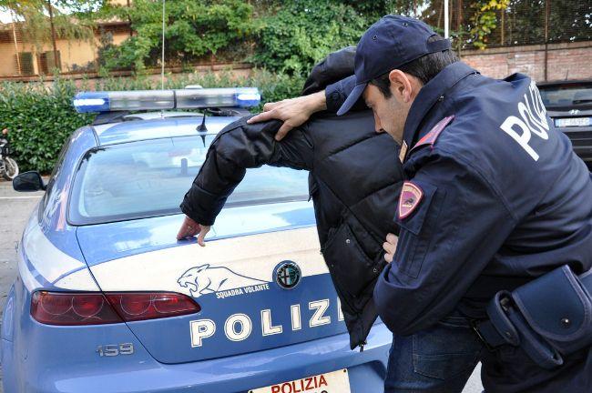 Caserta, Polizia denuncia pregiudicato per violazione del foglio di via a cura di Redazione - http://www.vivicasagiove.it/notizie/caserta-polizia-denuncia-pregiudicato-per-violazione-del-foglio-di-via/