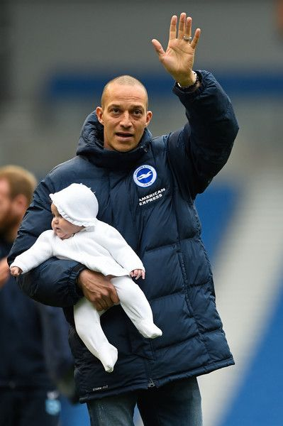 Bobby Zamora Photos Photos - Bobby Zamora of Brighton and Hove Albion  applauds…