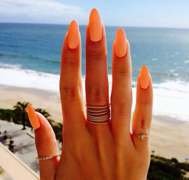 Peachy pointed fake nails ... Beach ... Rings ... :)) x