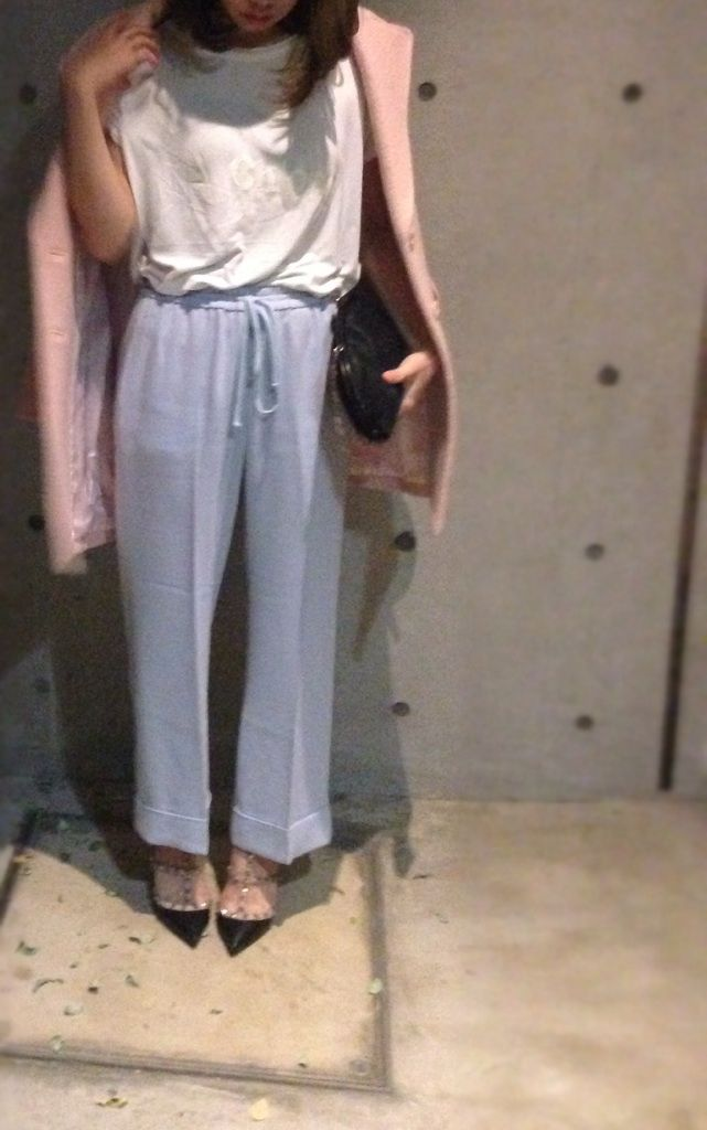 Tops / Chloe  Pants / JOSEPH  Bag / Vintage  Shoes / Valentino  Coat / Stunning Lure