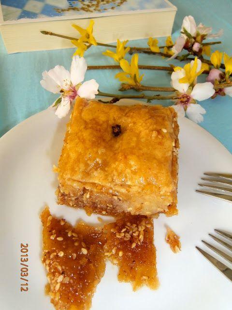 Tante Kiki: Αμυγδαλοσουσαμόπιτα σιροπιαστή με σπιτικό φύλλο