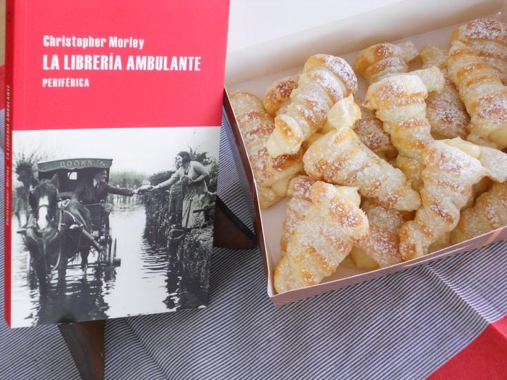 """Caja con 18 canutillos rellenos de crema + la novela: """"La biblioteca ambulante"""" = 33€"""