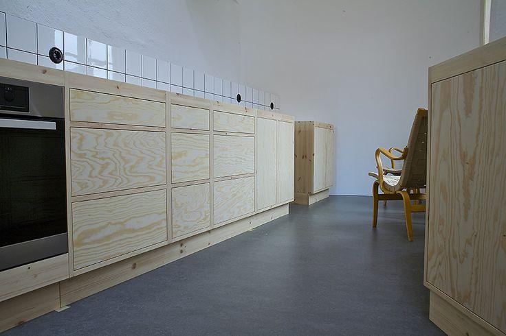 Omålat funkiskök modern med moduler tillverkade av MÖllansverkstäder / hånd bygget køkken med Funkis modul