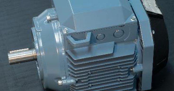 Definición de un motor de corriente directa. Un motor de corriente directa, o motor CD, convierte la energía eléctrica en energía mecánica. Es uno de los dos tipos de motores básicos: el otro tipo es el de corriente alterna, o motor CA. Entre los motores CD, está el derivado, el de serie, el compuesto y el de imán permanente.