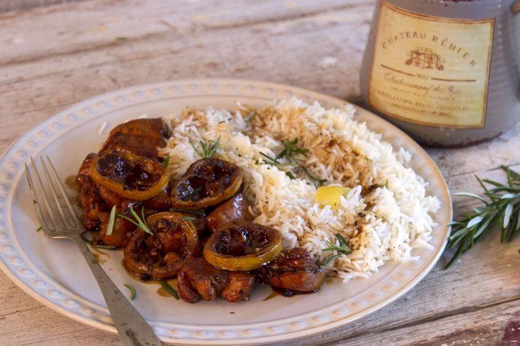 Κοτόπουλο λεμονάτο με ρύζι από τον Άκη. Φτιάξτε κοτόπουλο λεμονάτο στην κατσαρόλα (Sticky Lemon Chicken) και συνοδεύστε με ρύζι μπασμάτι.