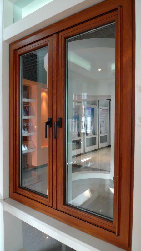 M s de 17 ideas fant sticas sobre ventanas de madera en for Casas con puertas de madera