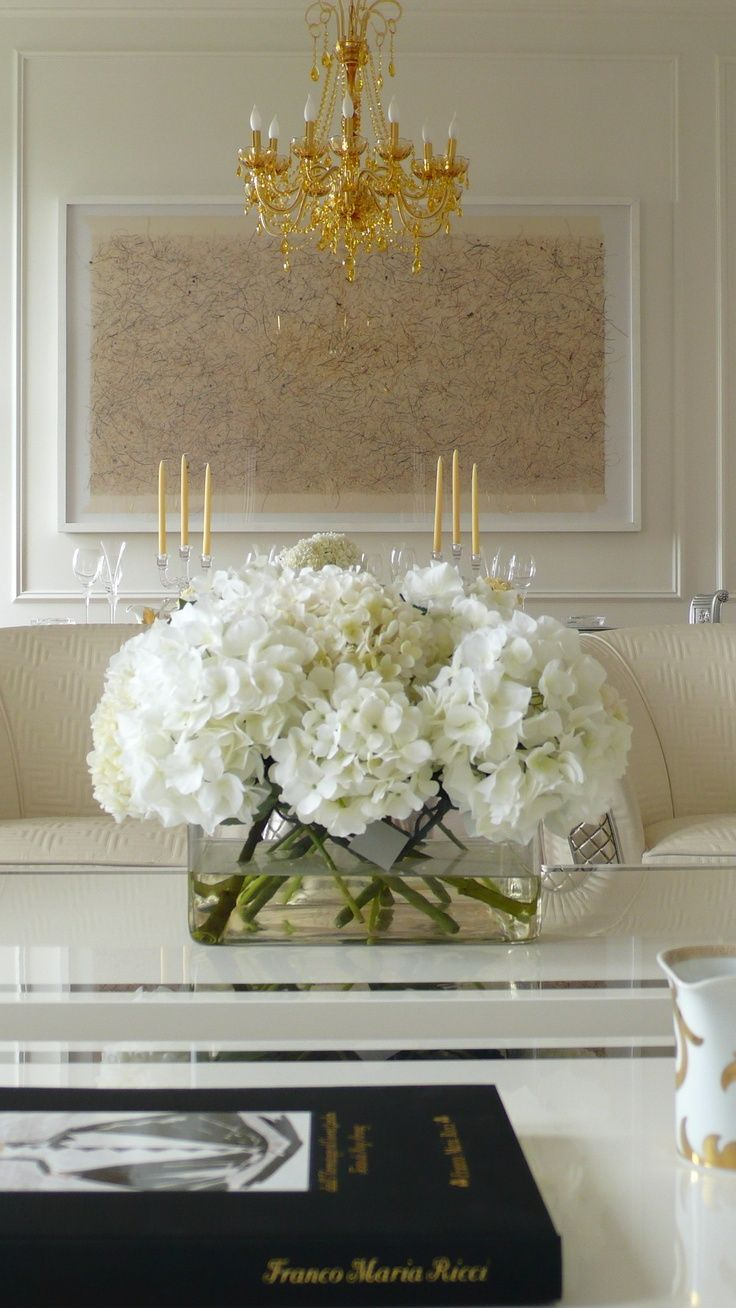 #Inspiration #Interior #Home #Gold #White #Luxury #Deco #Decor #Details #Flowers #Chandelier #Cream