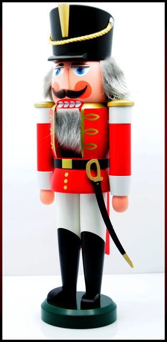 Google Image Result for http://www.pringleandzimring.com/store/pc/catalog/5163_NutcrackerSoldier1_D.jpg
