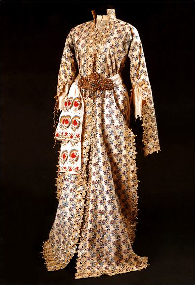 Late-Ottoman 'üçetek' (gown) with embroidered 'uçkur' (waistband). 2nd half of the 19th century.
