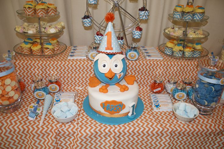 Giggle and Hoot Dessert Table