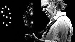 Канадский певец и автор песен Нил Янг (Neil Young) объявил о планах опубликовать онлайн все записи, которые он когда-либо делал. В апреле этого года музыкант начал создание потокового сервиса высокого разрешения Xstream Music, на котором и разместит свой цифровой архив. «В �