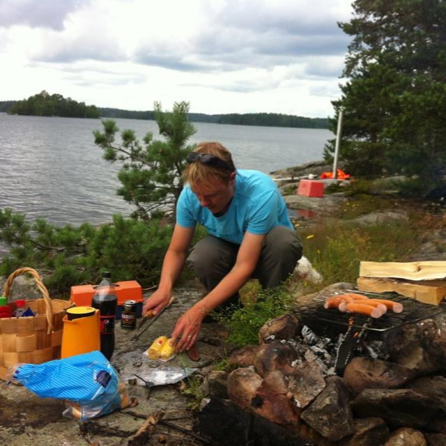 #kesä #retki Kalliosaareen. Kesän ekat grillimakkarat.