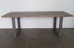 vintage tafel met ijzeren poot - vf00