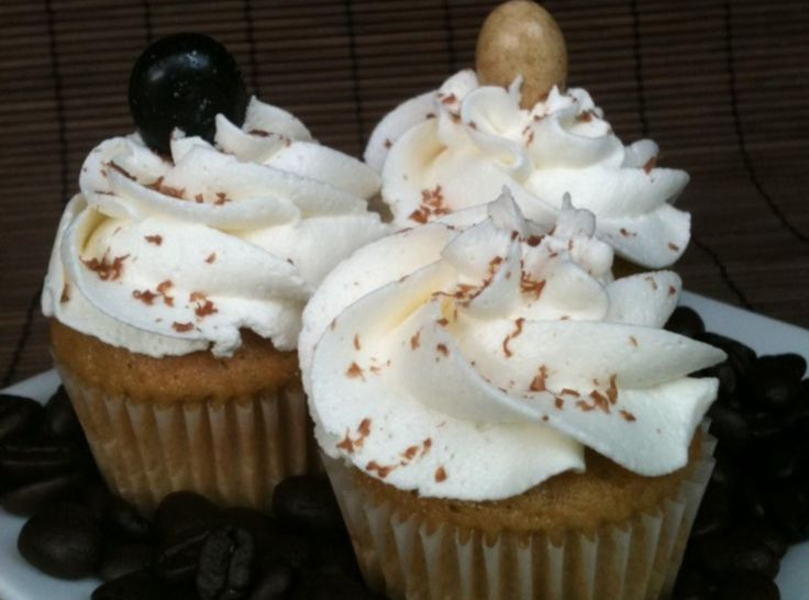 White Russian Cupcakes | AMAZING!!! If you are looking for a cupcake recipe that will get rave reviews, this is it :-)