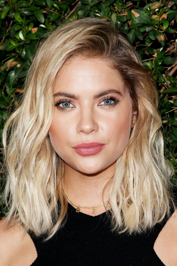 Beauty Look We Love: Blonde Hair, Dark Brows