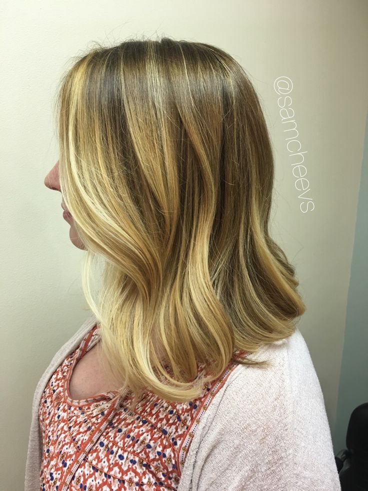 Honey butter caramel platinum warm sandy blonde Balayage for brown hair and dirty blonde hair types. Long bob LOB for spring and summer hair color and hair cuts !! ❤️❤️