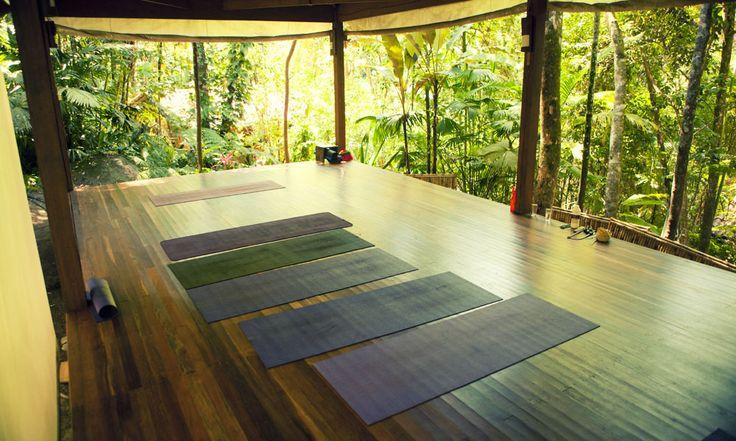 die besten 25 yoga raum zu hause ideen auf pinterest yoga zimmer yoga dekor und yogazimmer dekor. Black Bedroom Furniture Sets. Home Design Ideas