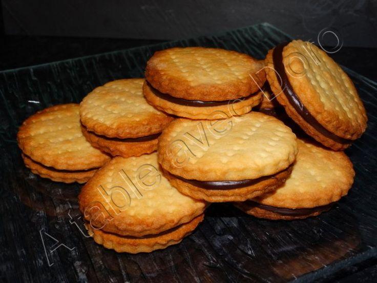 """J'ai testé plusieurs recettes et finalement c'est avec la pâte sablée """"basique"""" de thermomix que je préfère réaliser ce type de biscuits,vous pouvez doubler la recette si vous souhaitez une plus grosse quantité. Pour la pâte sablée: 75 gr de sucre en..."""