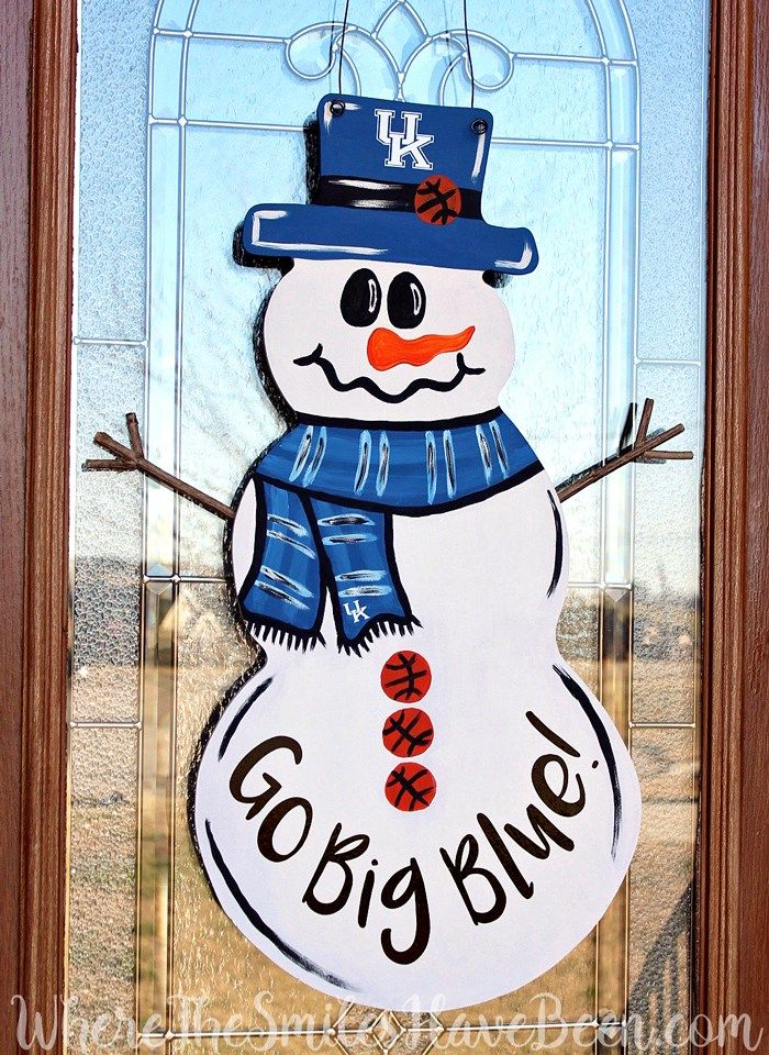 This is SO CUTE!  It can easily be changed for any team or sport and is the perfect winter wreath for any sports fan!  Univ. of Kentucky Basketball Snowman Door Hanger by WhereTheSmilesHaveBeen.com #BBN