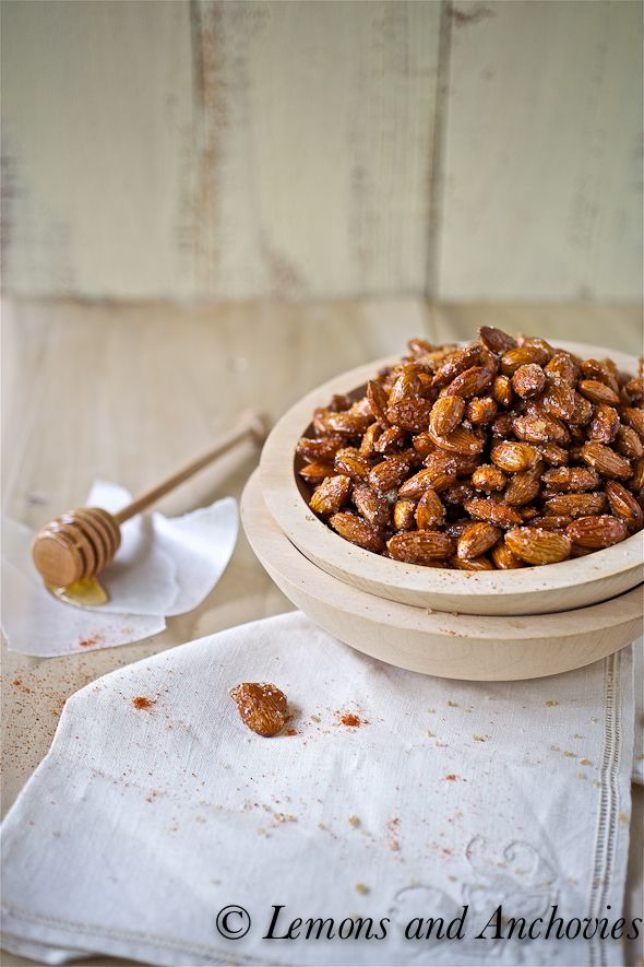 Spicy Honey Roasted Almonds from Lemons and Anchovies: Vegetarian Appetizers, Flavour Spicy, Healthy Snacks, Cinnamon Almonds, Wonder Flavour, Nut Roasted Honey, Spicy Honey, Honey Roasted Almonds, Snacks Recipe
