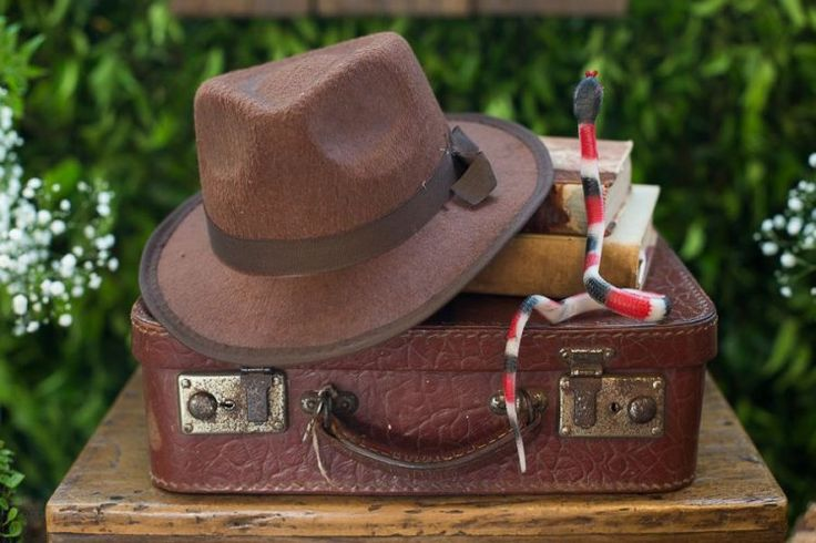 O chapéu do Indiana e, claro, uma cobra! (foto: Nina Amaral)