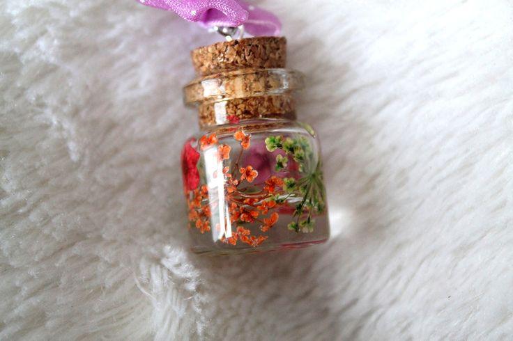 Collier sautoir fiole avec véritable fleurs séchées : Collier par tom-fimo-creation