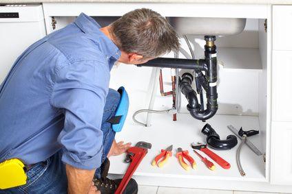 5 dicas para desentupir a pia da cozinha ou banheiro