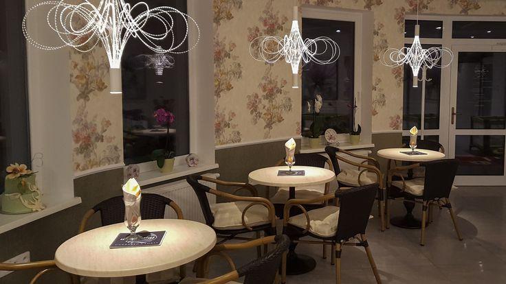 Stoly pod príjemným osvetlením / Tables under nice lights
