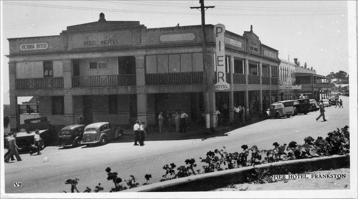 Vintage postcard - The Pier Hotel, Frankston.