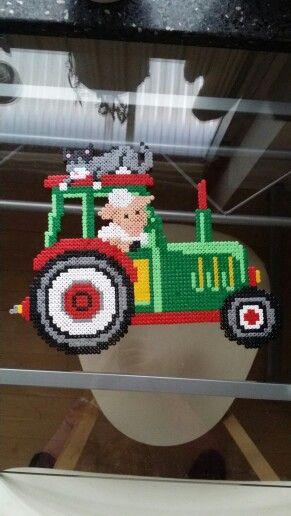 #green #tractor #hama #perler #pearlbeads #creative #hobby #creation #beads #farmanimals #animal #babyroom #cat #dog #horse #sleep #cat