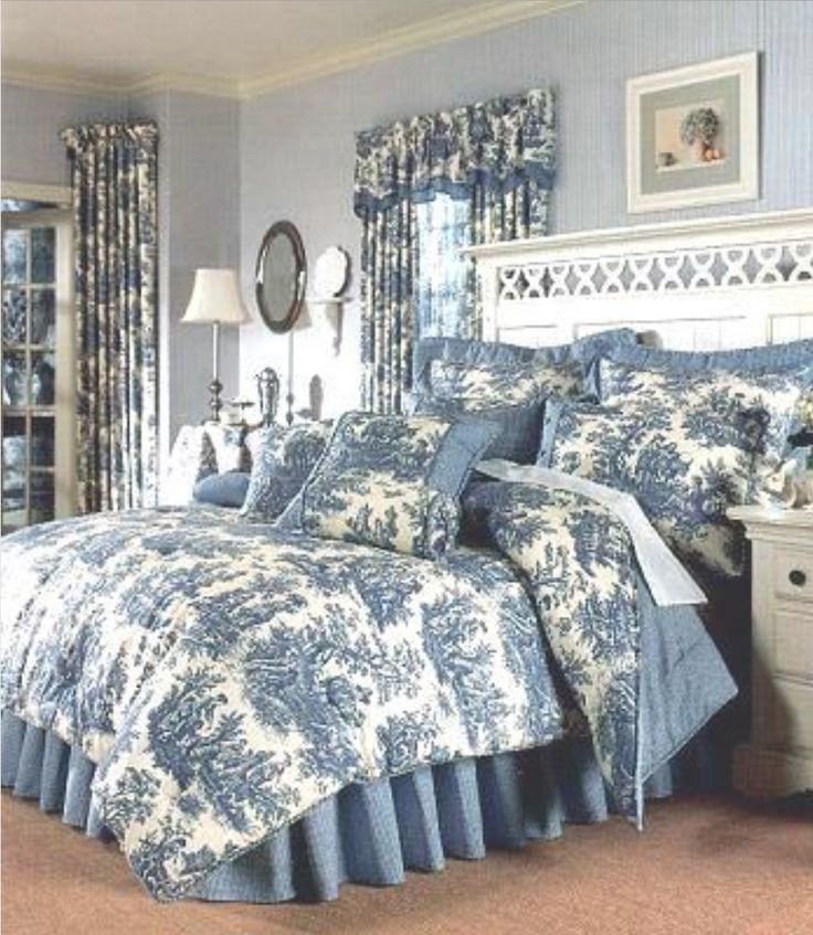dreamlike Bedroom in blue & white