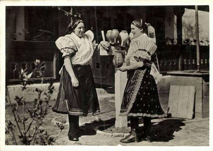 Boldog község (Pest m.) viselete, amely a 20. sz. első harmadában élte virágkorát. - Hungary