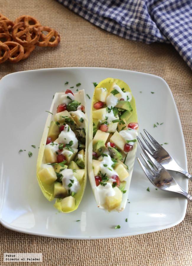 No puede ser más sencillo disfrutar de una ensalada original y diferente. Con esta receta ligera de endivias rellenas de manzana y aguacate, estoy seguro de ...