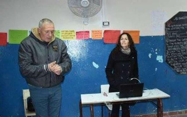 DESPUES DE SU PASO POR LA ROSADA LOS NAZIS DAN CLASES EN ESCUELAS DE MORON   Las charlas en escuelas públicas fueron autorizadas por el intendente macrista Tagliaferro  Tras el paso de jóvenes referentes de Biondini por la sede del gobierno argentino gracias a la intermediación de 'Piter' Robledo 'especialistas' del mismo partido dan clases en escuelas públicas dependientes de la provincia.  Con Mauricio Macri en el Ejecutivo los llamados nacionalistas nazis en verdad parecen estar de…