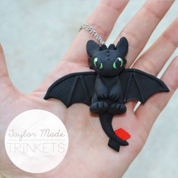 How To Train Your Dragon - Toothless Necklace - Polymer Clay Fimo Sculpey III. #httyd #howtotrainyourdragon #toothless