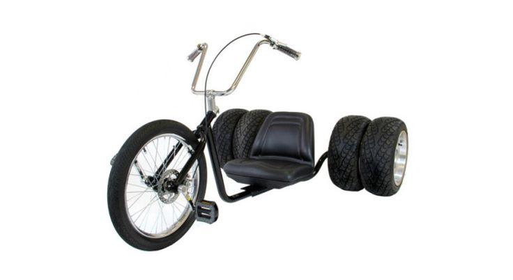 ¿Hay algo más fardón que llevar un triker custom por las aceras de tu ciudad? Respuesta, posiblemente no. Tu por si acaso pruébalo y ya nos dirás si acaparas o no todas las miradas. El Urbantrike Adairicus es así, un pedazo de triker, con dos ruedas enormes por lado y un estilo custom que te recordará a las mejores Choppers. Perfecto para todos aquellos que llevéis a un motero dentro y no encontréis una bicicleta que se ajuste a vuestras chaquetas de cuero.