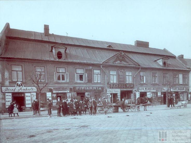 """Dom """"Pod Czarnym Orłem"""" przy Rynku Podgórskim nr 13, ok. 1915 r."""